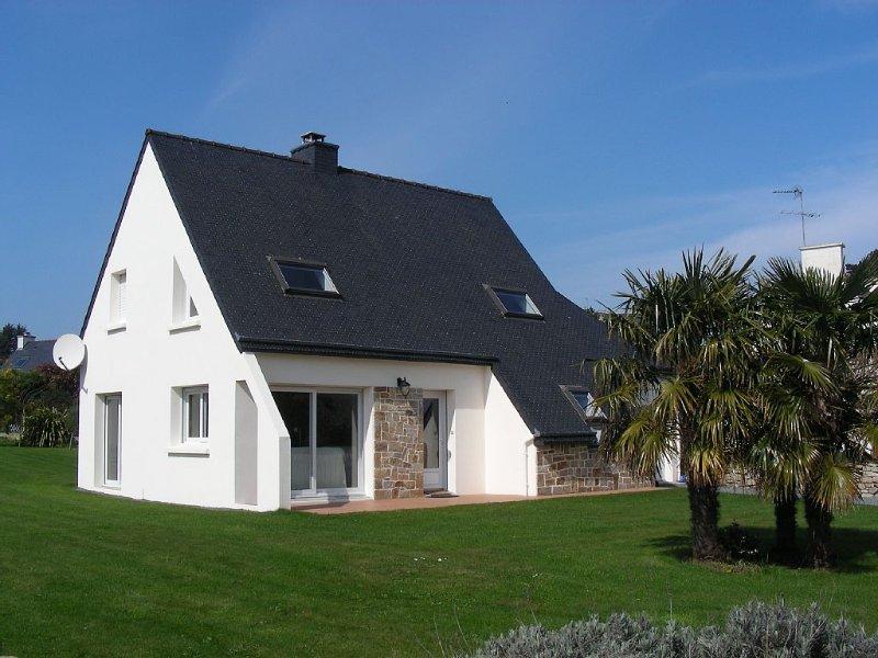 Villa moderne avec vue sur mer face  a l'archipel de brehat - 30 m de la plage, casa vacanza a Pleubian