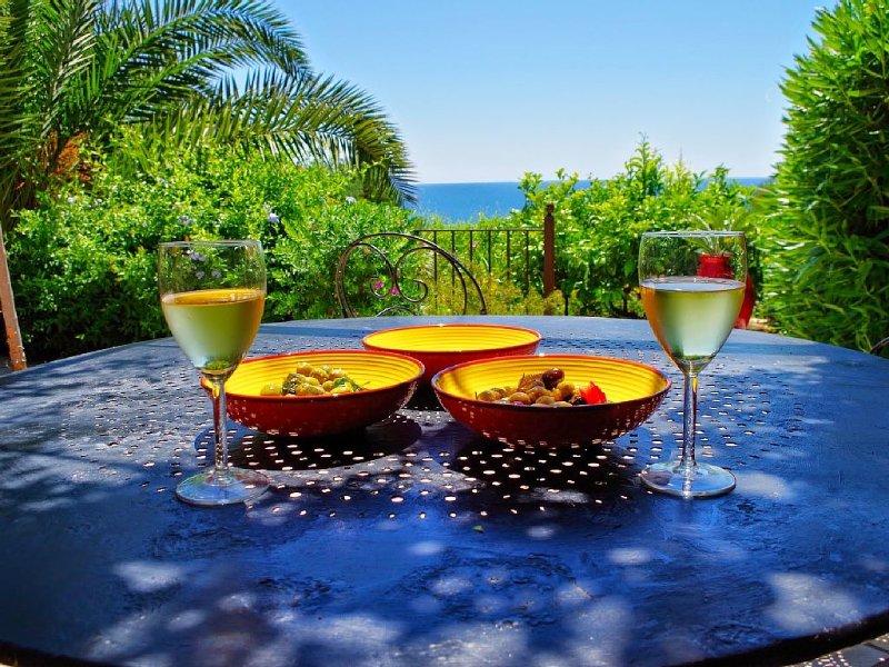 Accès mer direct! ��☀️Maison pleine de charme avec jardin et terrasse., holiday rental in Carqueiranne
