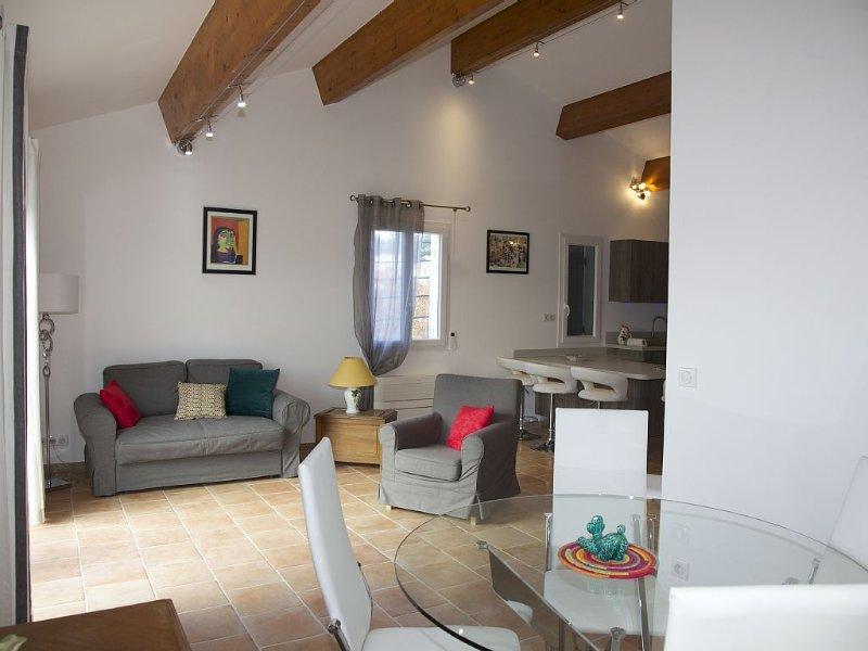 Superbe appartement neufT3 au cœur de Sanary, 100m du port, 2 minutes à pied,, location de vacances à Sanary-sur-Mer