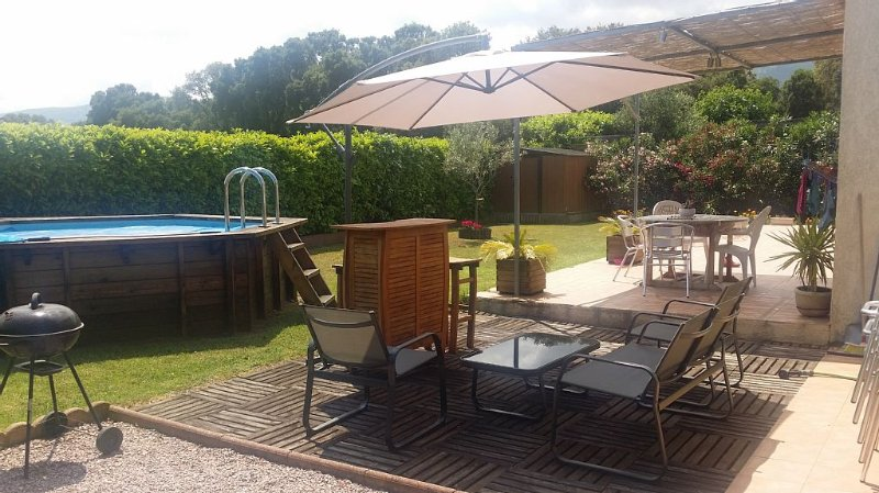 Villa 100m2  6 Pers 3 ch  Piscine Sans vis à Vis jardins clos, holiday rental in Borgo