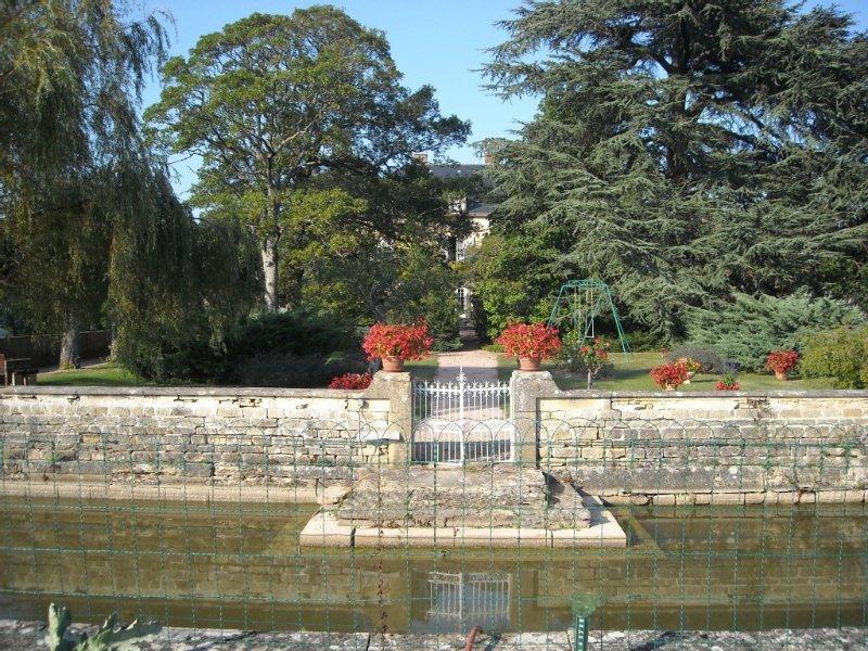 Véritable 'havre de paix 'en Bourgogne sud à 80 km de Lyon, vacation rental in Saint-Igny-de-Vers