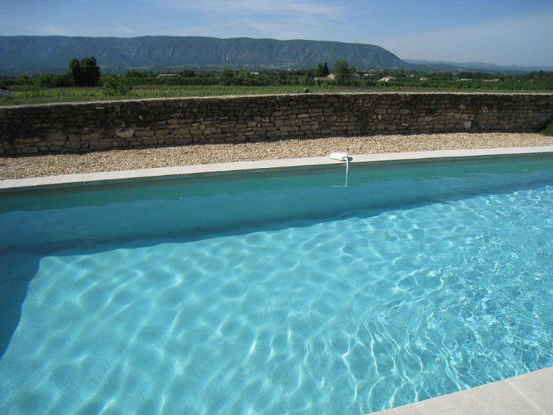 MAS DE PIERRE DROITE,  ,à 4 km de GORDES,  dans  parc  du  LUBERON,  PROVENCE, holiday rental in Cabrieres-d'Avignon