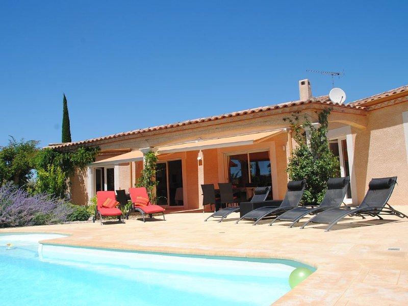 Uzès à 10 minutes, villa 10 personnes, piscine chauffée, vacation rental in Uzes