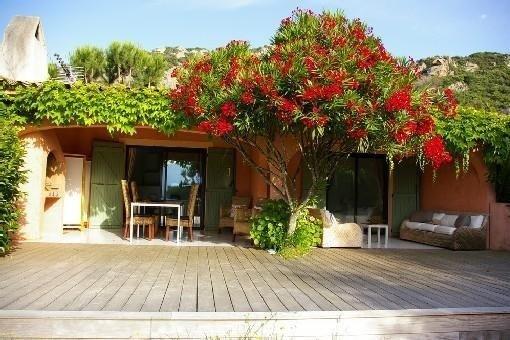 Location VILLA à PORTO VECCHIO 60m2 PISCINE, VUE MER, belle terrasse sur jardin, aluguéis de temporada em Porto-Vecchio