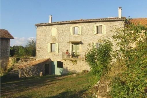 Location - Gîte Fontanille, maison indépendante dans un ancien corps de ferme, aluguéis de temporada em Ceilhes-et-Rocozels