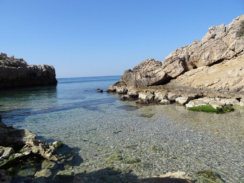 Grande villa en bord de mer dans résidence avec Piscine surveillée, holiday rental in Saint-Cyr-sur-Mer