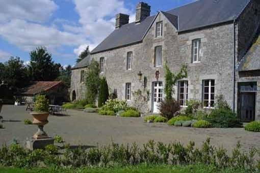 Manoir du 18e situé en bordure village au calme proximité du Mont St Michel, alquiler vacacional en La Lande-d'Airou