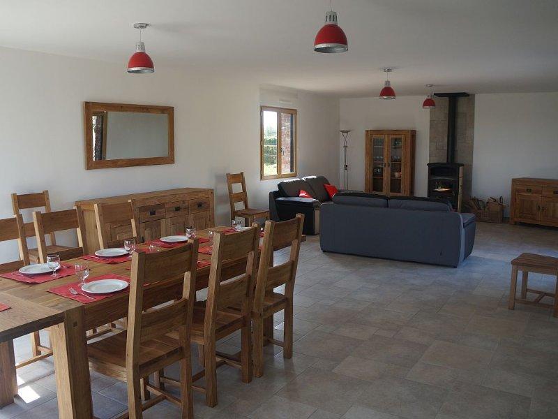 Gîte spacieux dans la campagne verdoyante, proche de la Côte d'Opale, holiday rental in Aubin-Saint-Vaast