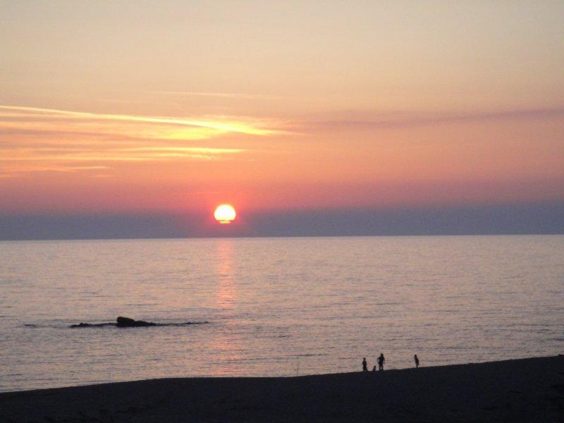Maison pieds dans l'eau, dans belle résidence calme, à 11 km de sagone.., location de vacances à Calcatoggio