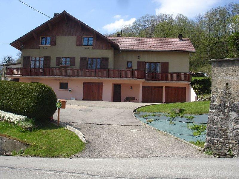 Maison mitoyenne vue exceptionnelle -Gîte au coeur du village, holiday rental in La Sure en Chartreuse