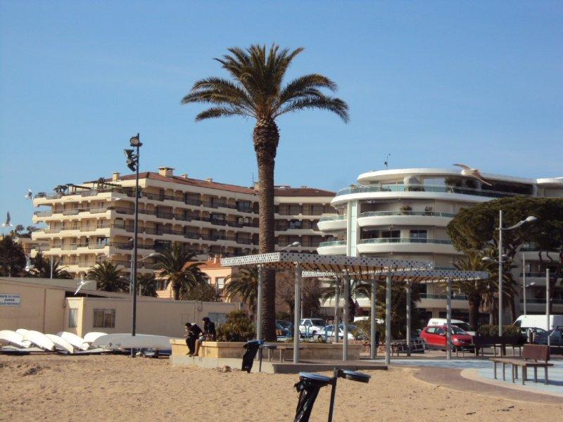 Appartement calme idéalement situé au coeur de la vie touristique de Fréjus, vacation rental in Fréjus