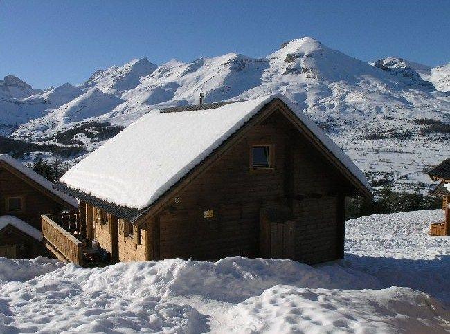 Beau Chalet - 10-12 Personnes - WIFI - Piscine chauffée dans la résidence, alquiler de vacaciones en Le Devoluy
