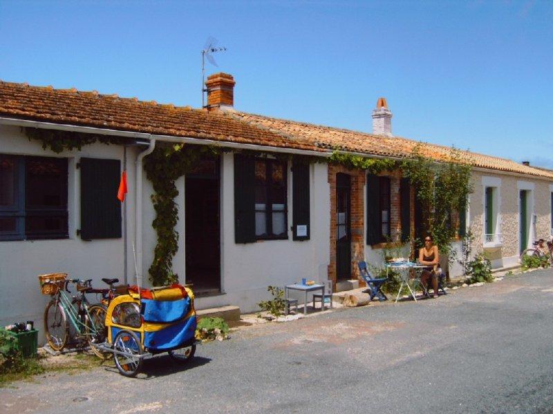 Maison au cœur de l île d Aix, proche océan, 2 chambres, 6 couchages, vakantiewoning in Saint-Georges d'Oléron
