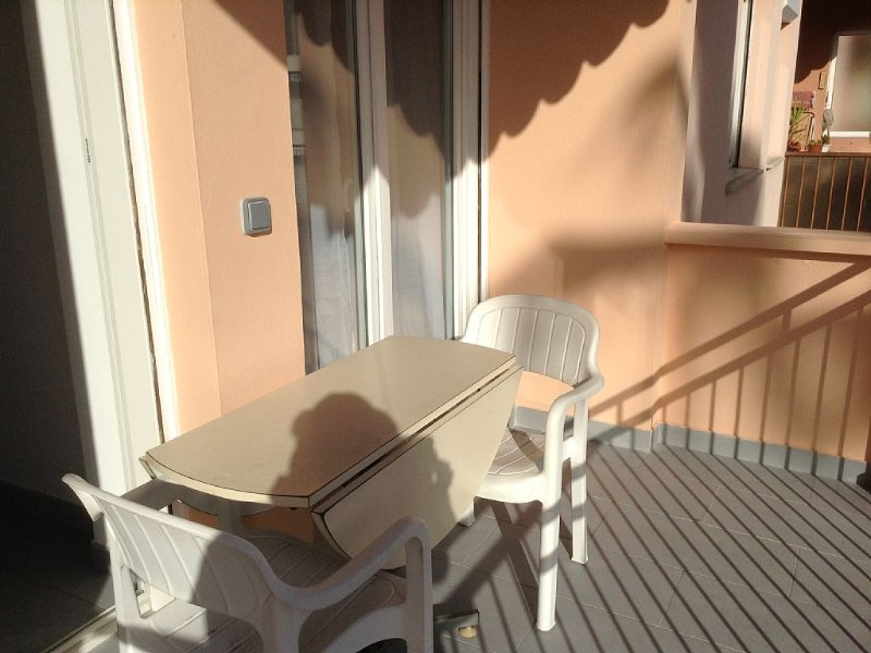 - Grand appartement 2 pièces neuf en centre ville avec 5 couchages, holiday rental in Menton