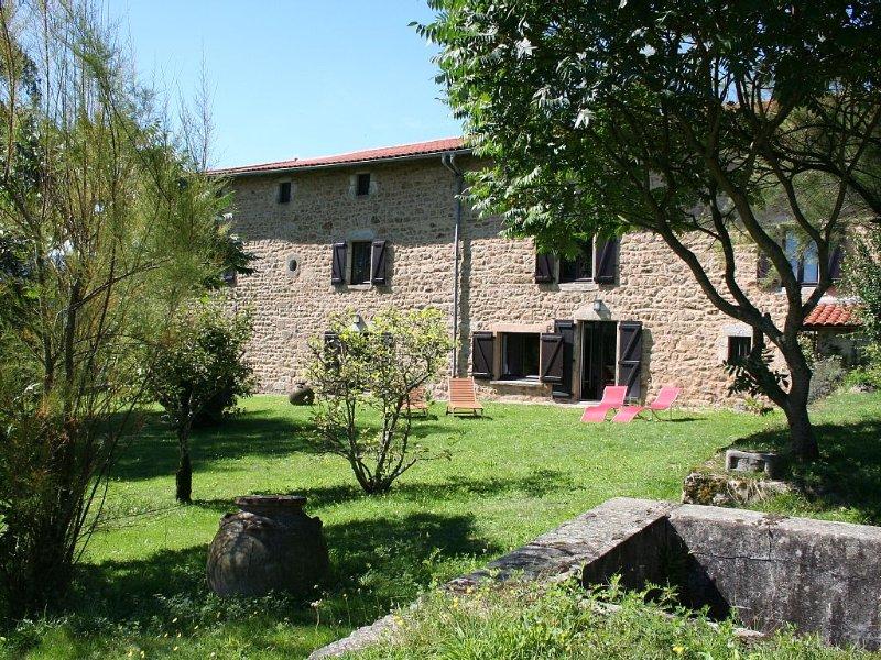 Demeure De Charme XVIIème, Calme, Parc naturel Livradois Forez, Olliergues, holiday rental in Bertignat