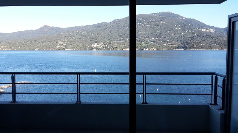 Appartement grand standing au bord de l´eau, plage de sable, vacation rental in Propriano