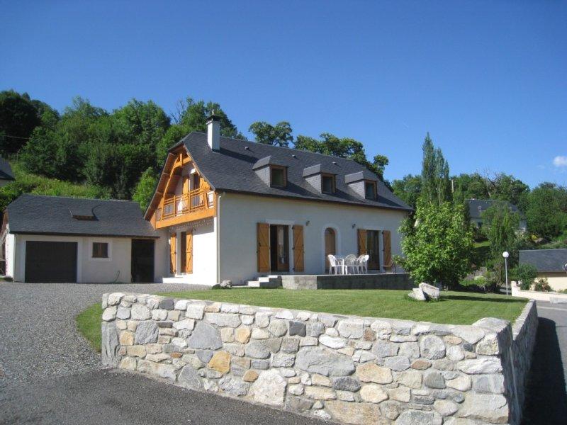 Belle maison familiale A LOUER dans les Hautes-Pyrénées, holiday rental in Aucun