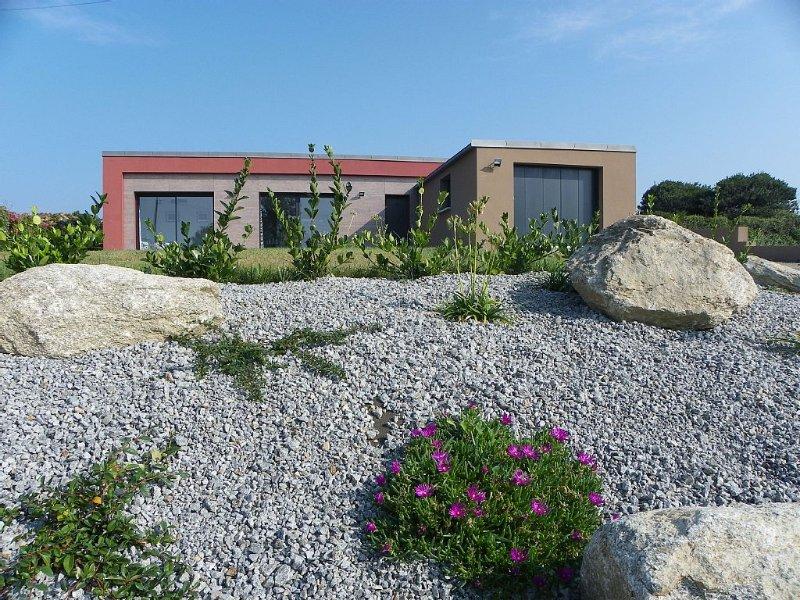 maison de plain pied lumineuse vue sur mer, grand jardin, meubles de tourisme 3*, location de vacances à Plozévet