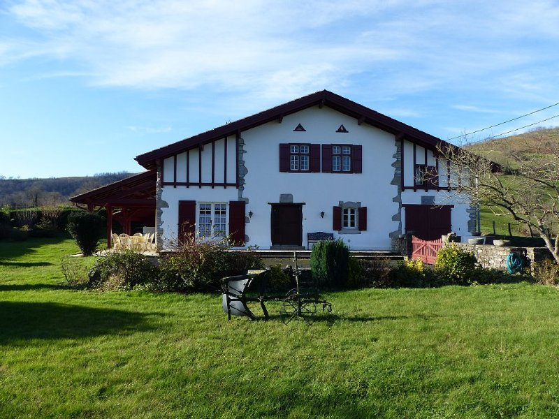 MAISON AU PAYS BASQUE A LARCEVEAU, vacation rental in Musculdy
