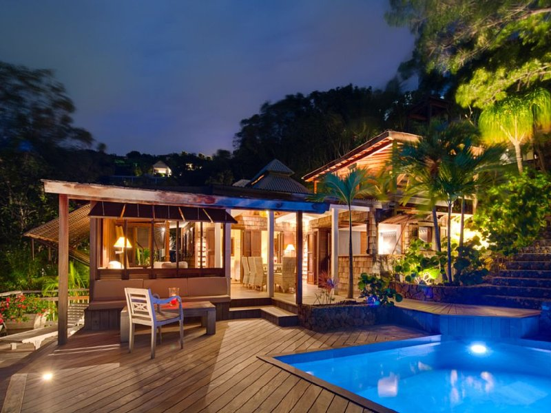Villa Lama, belle vue mer dans un jardin luxuriant, tarif 2 ou 3 chambres – semesterbostad i Saint-Barthélemy
