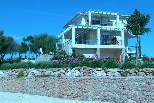 AlphaVilla pour se ressourcer au calme, avec une belle vue sur la mer. Welcome!, holiday rental in Kilada