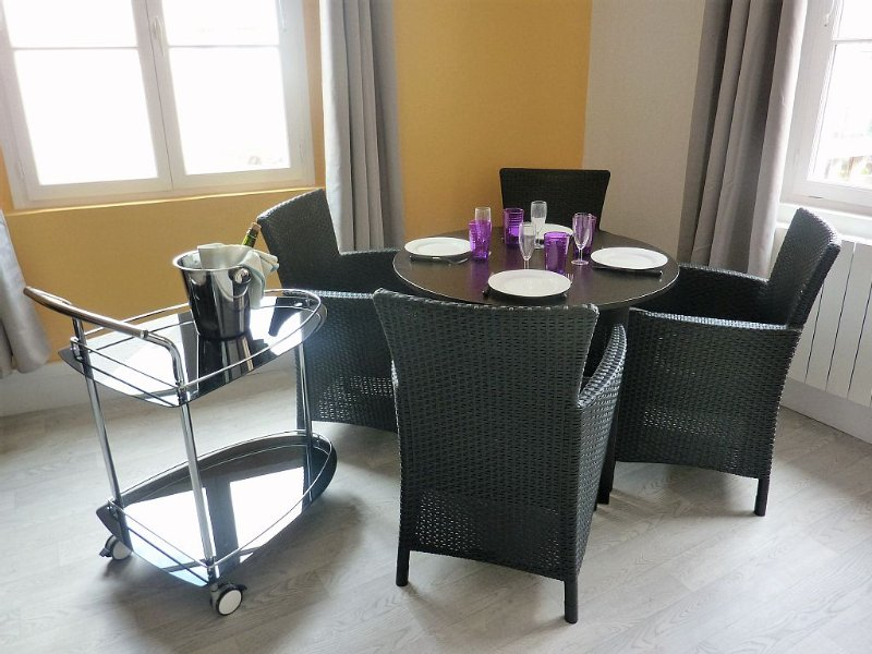 Appartement entre plage et port de plaisance plein centre ville, vacation rental in Dieppe