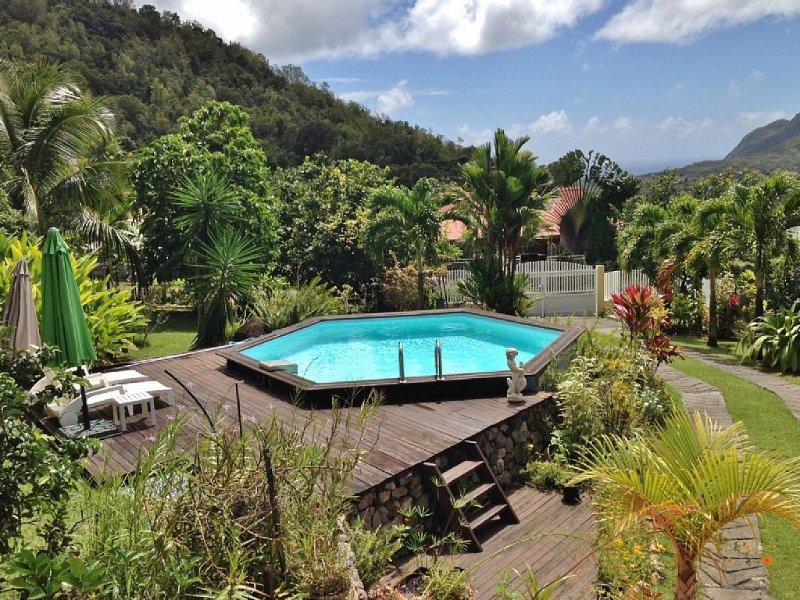 Le Diamant, Appartement calme dans un jardin arboré et fleuri, Ferienwohnung in Martinique