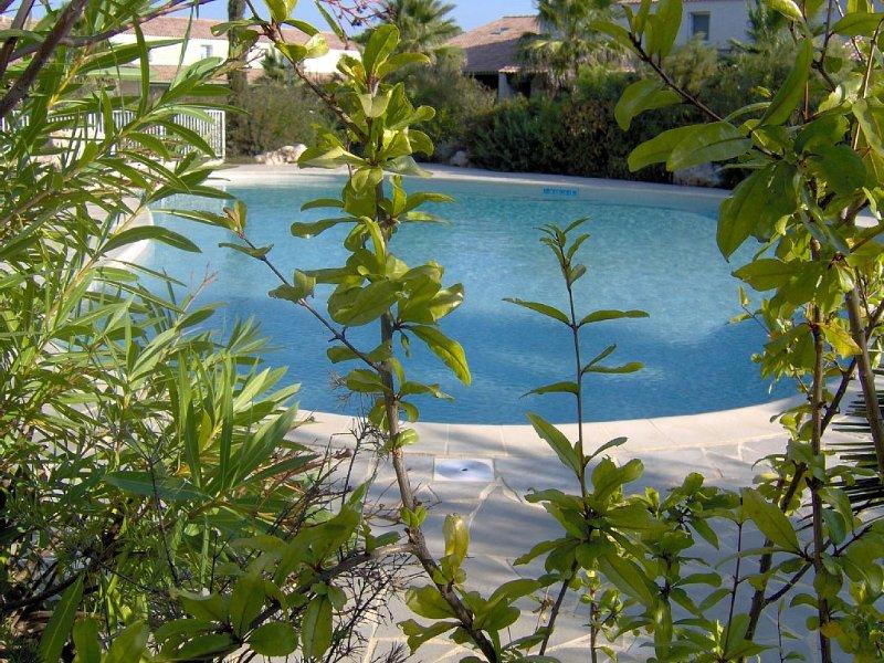 Maison avec WIFI et climatisation dans résidence avec grande piscine, prox plage, holiday rental in Valras-Plage