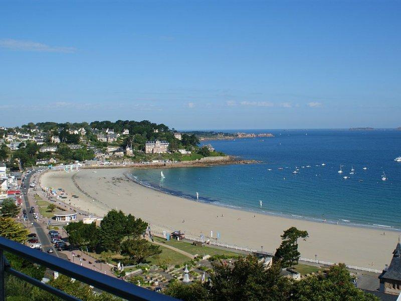 Appartement vue mer dominant la plage principale de Perros-Guirec, location de vacances à Perros-Guirec