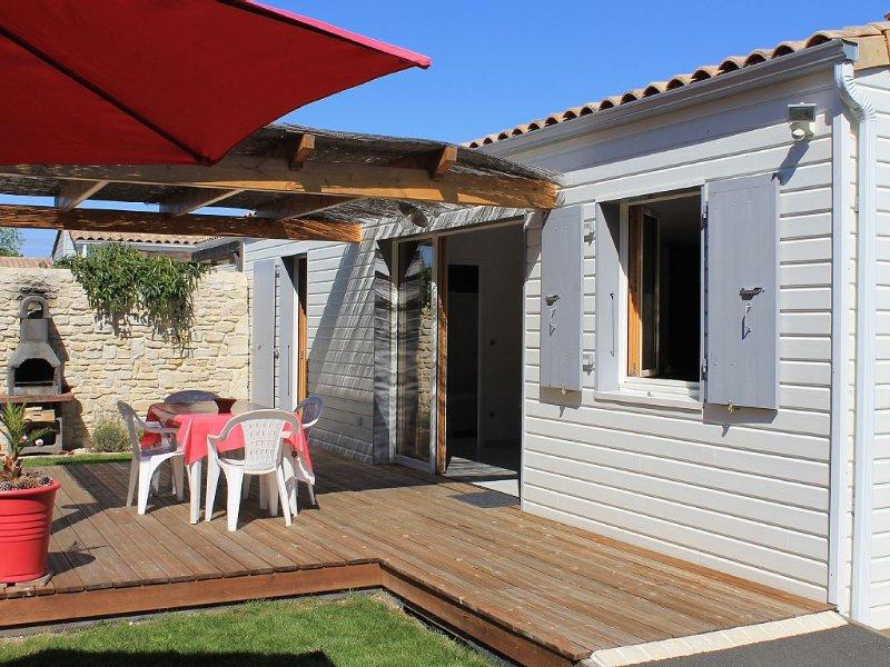 Maison équipée individuelle avec jardin clos à 3kms de la plage de Chatelaillon, holiday rental in Saint Vivien