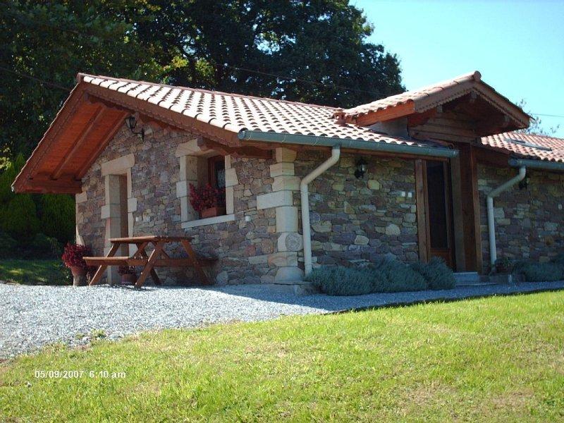 Maison indépendante à 3Km du village, holiday rental in Oieregi