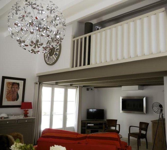 Maison avec cour plein sud, quartier de La noue à Sainte Marie, holiday rental in Ile de Re