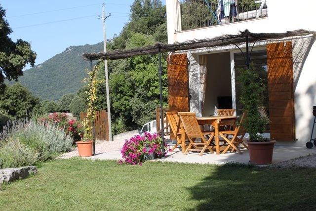Rental House Quenza Alta Rocca, vacation rental in Serra-di-Scopamene