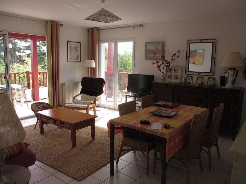 Anglet proche des plages, appart. T3 6 couchages, grand balcon sud, calme, vue, location de vacances à Anglet