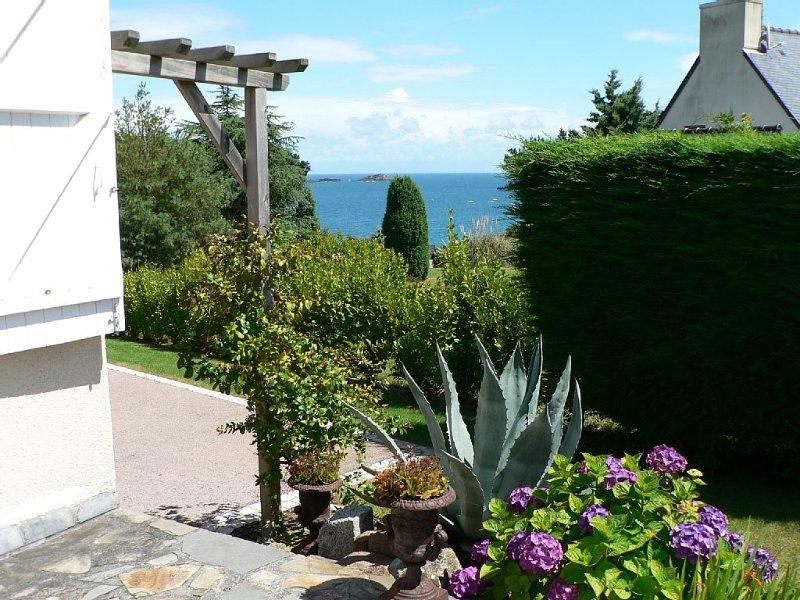 GRANDE MAISON AVEC JARDIN VUE MER, Ferienwohnung in Saint-Lunaire