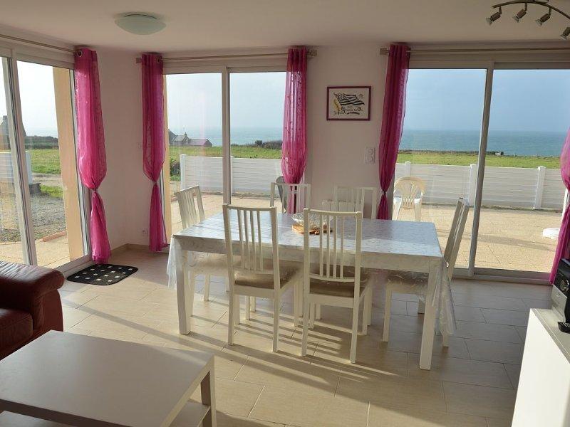 LC 41   Maison avec superbe vue sur mer à 200m de la plage de Porsliogan, holiday rental in Saint-Mathieu