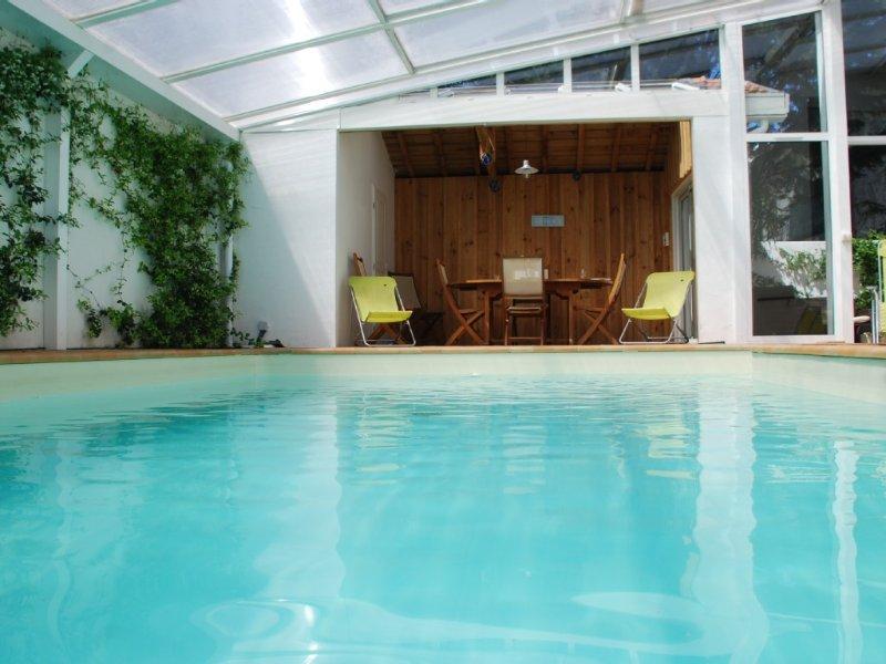 Arcachon - Villa spacieuse avec piscine, à pied plage et centre ville, holiday rental in Gironde