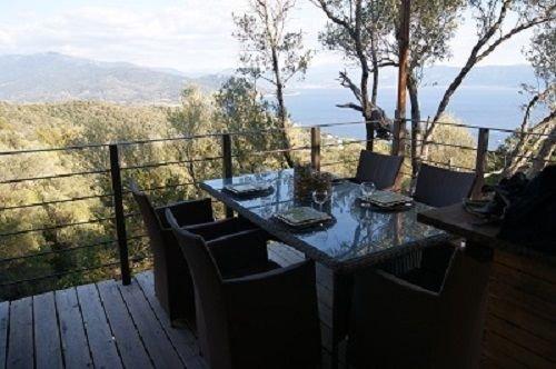 ECO-CABANE  exceptionnelle en pleine nature, holiday rental in Serra-di-Ferro