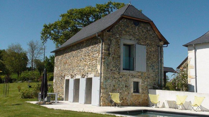 Gîte classé 4 étoiles NN, avec piscine, dans une ancienne ferme béarnaise, location de vacances à Bearn-Basque Country