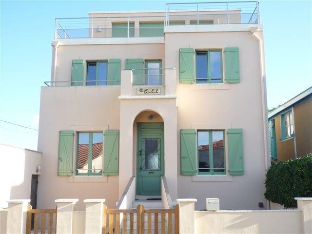 Grande villa de trois appartements a louer ensemble, pres de la plage, aluguéis de temporada em Le Verdon Sur Mer