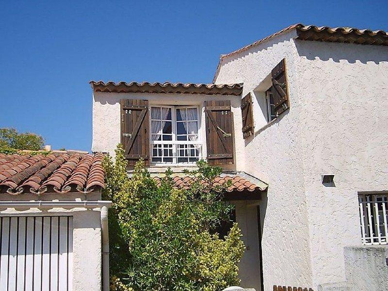 Maison Mitoyenne,, 3+1 chambres, 2.5 salle de bains ,clim,wifi TARIF REDUIT, vacation rental in Fréjus