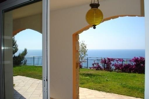Villa bord de Mer Proche Monaco, aluguéis de temporada em Seglia San Bernardo