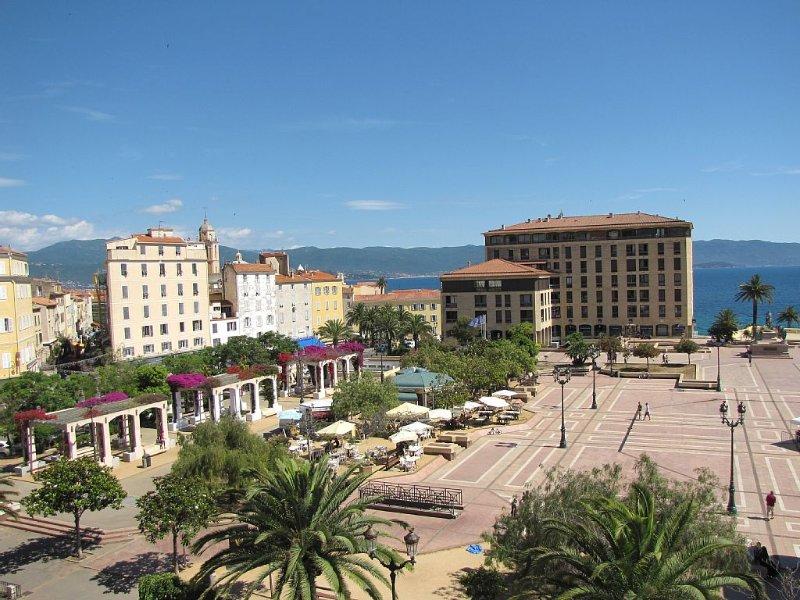 Appartement Centre Ville Ajaccio Vue Mer 9 pers., vacation rental in Ajaccio