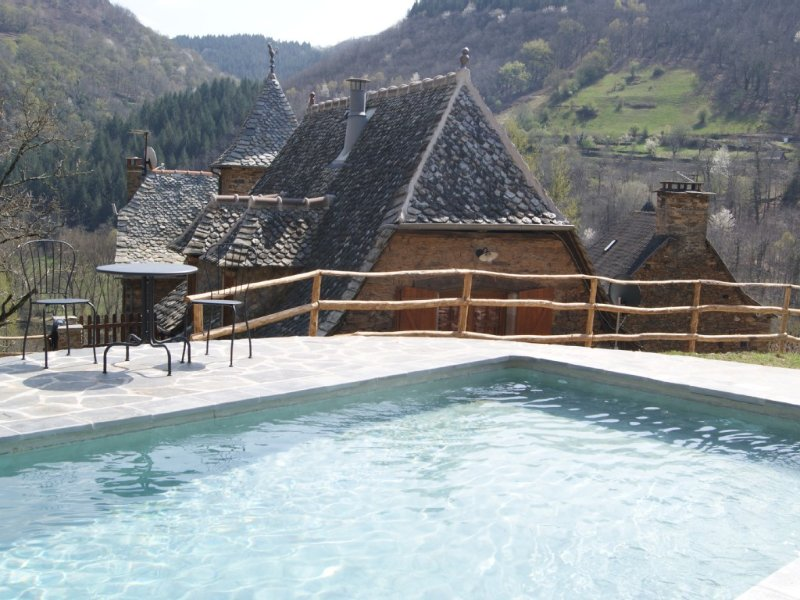 A 10 mn de CONQUES, charmant gite typique au sein du hameau LA REGALDIE, holiday rental in Grand-Vabre