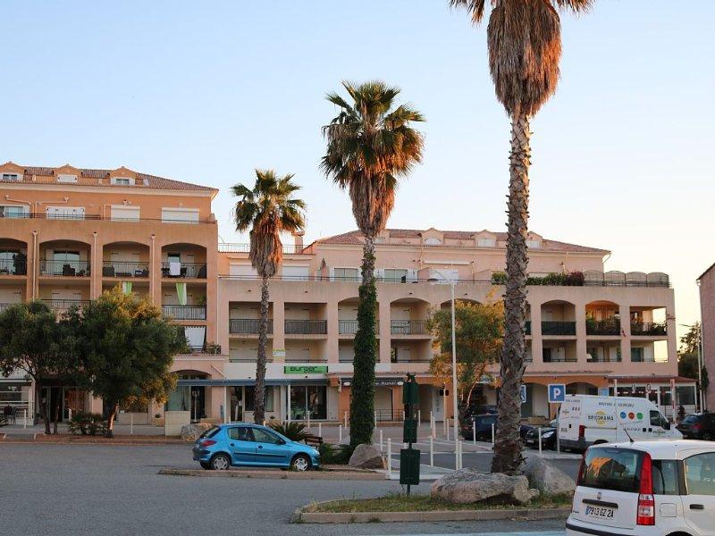 Proximité Port et Plages - Appartement F2 climatisé dans résidence avec piscine, alquiler de vacaciones en Solaro