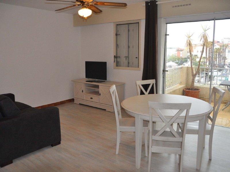 Appartement climatisé de 43 m² avec piscine dans la residence, Ferienwohnung in Agde