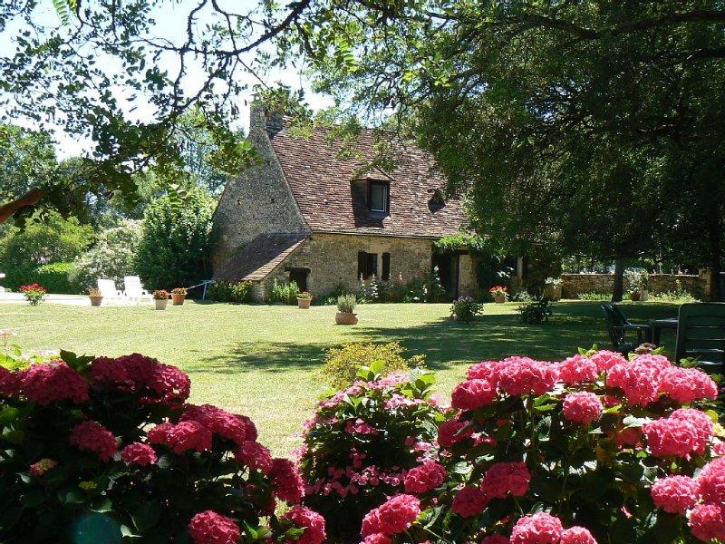LARCHERPERIGORD - Maison  4 *piscine chauffée près DOMME  -SARLAT- WIFI GRATUIT, location de vacances à Saint-Aubin-de-Nabirat