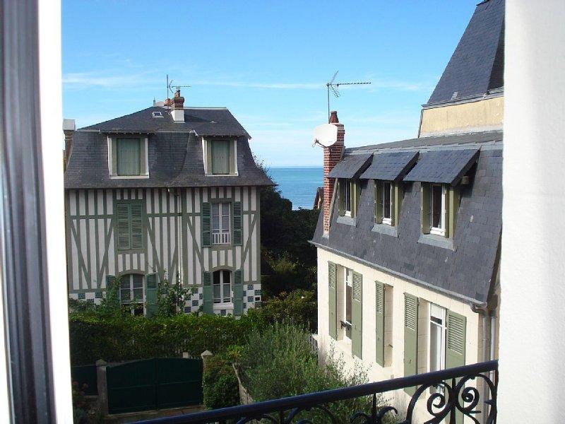 Appartement 5 personnes, 70 M2, centre-ville, 100m de la plage, vacation rental in Auberville