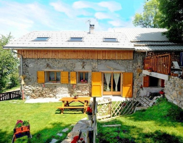 3 epis lodging in Theus. Renovated farmhouse, heart of Serre-Ponçon Country, holiday rental in Selonnet