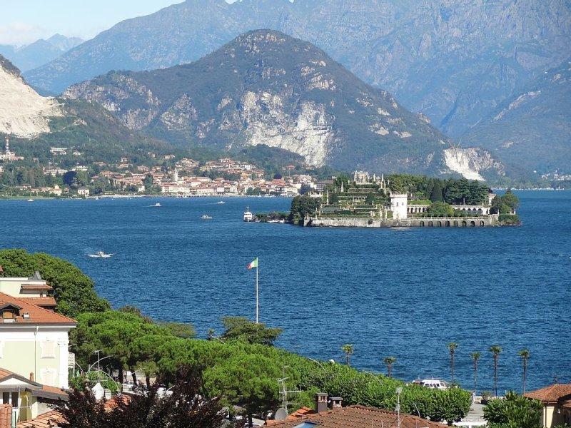 Vista  Lago au centre Stresa, grande terrasse et vue sublime du lac, Wi-Fi, Clim, holiday rental in Stresa
